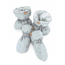 gray-shoes-and-gloves-everest