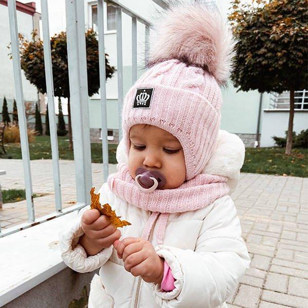 pol_pl_Komplet-zimowy-dla-dziewczynki-czapka-i-komin-bialy-Tigra-5335_3